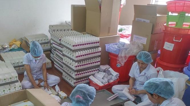 Bắt quả tang hoạt động sản xuất thuốc và thực phẩm chức năng giả tại TP.HCM