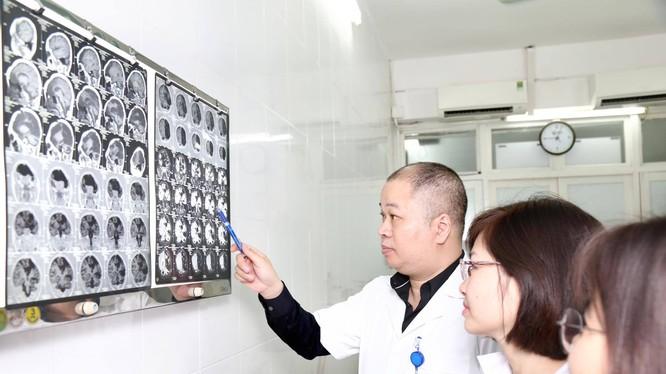 TS. Nguyễn Anh Tuấn - Trưởng Khoa Nội - Hồi sức thần kinh, Bệnh viện Hữu nghị Việt Đức.