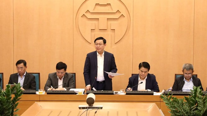 Bí thư Thành ủy Hà Nội Vương Đình Huệ chủ trì cuộc họp Ban Chỉ đạo phòng chống dịch bệnh COVID-19 TP. Hà Nội sáng nay 7/3. (ảnh: Gia Huy)
