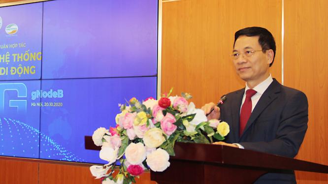 Bộ trưởng Nguyễn Mạnh Hùng phát biểu. tại Lễ ký kết hợp tác 5G giữa Viettel và Vingroup. Ảnh: Viettel.