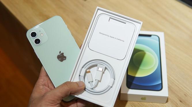 Bỏ bộ sạc - chiến lược thúc đẩy mảng phụ kiện của Apple
