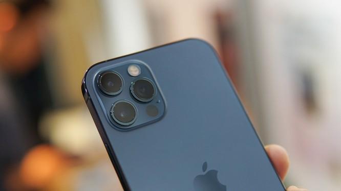 Loạn giá iPhone 12 và 12 Pro