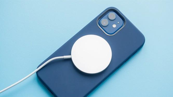 iPhone 12 Pro mất hơn 3 tiếng để đầy pin với củ sạc cũ