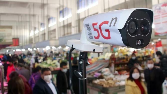 Một máy đo nhiệt độ 5G mới được đặt tại một khu chợ ở quận Wuzhong, thành phố Tô Châu, tỉnh Giang Tô của Trung Quốc, ảnh chụp ngày 20/2/2020. Ảnh: SCMP