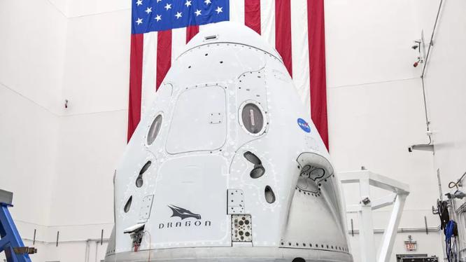 Tàu vũ trụ Crew Dragon của SpaceX. Ảnh: The Verge