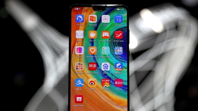Chiếc Mate 30 phiên bản 5G của Huawei chỉ sử dụng 1% linh kiện của Mỹ. Ảnh: Nikkei Asian Review