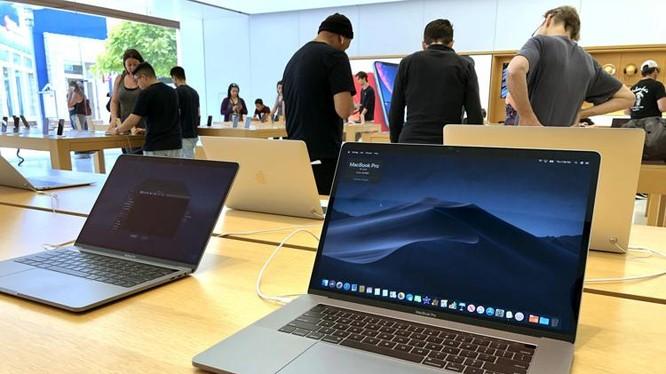 Máy tính xách tay Mac Pro của Apple tại một Apple Store ở Corte Madera, California. Ảnh: News Daily