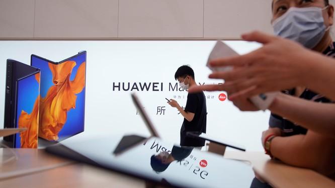 Doanh thu Huawei tăng trưởng bất chấp sức ép từ Mỹ. Ảnh: Nikkei Asian Review