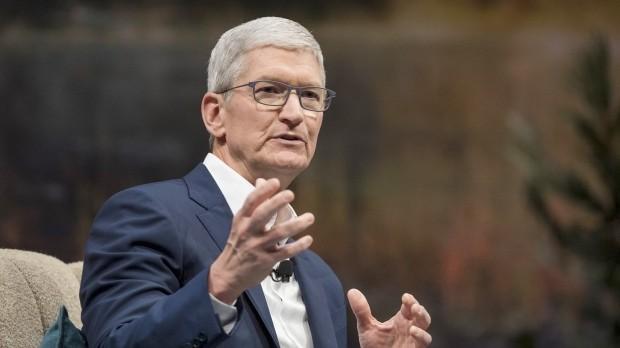 """Doanh thu lên như """"diều gặp gió"""" của Apple đã đưa CEO Tim Cook gia nhập hàng ngũ tỷ phú USD. (Ảnh: CTV News)"""