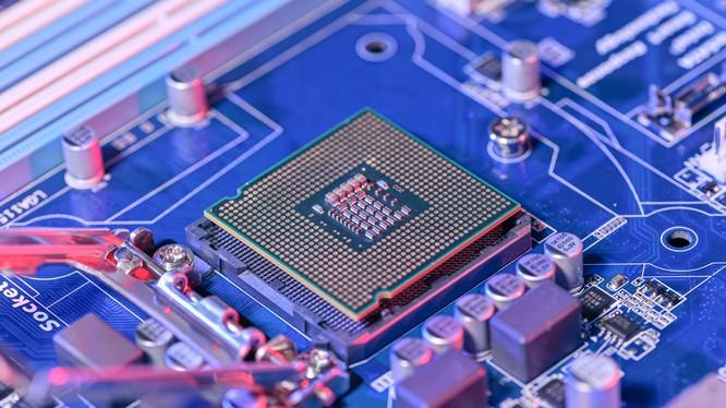 Bộ Quốc phòng Hoa Kỳ đang xem xét đưa nhà sản xuất chip lớn nhất Trung Quốc - SMIC vào danh sách đen thương mại. (Ảnh: CNBC)