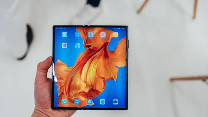 Điện thoại màn hình gập Huawei Mate X. (Ảnh: cnTechPost)