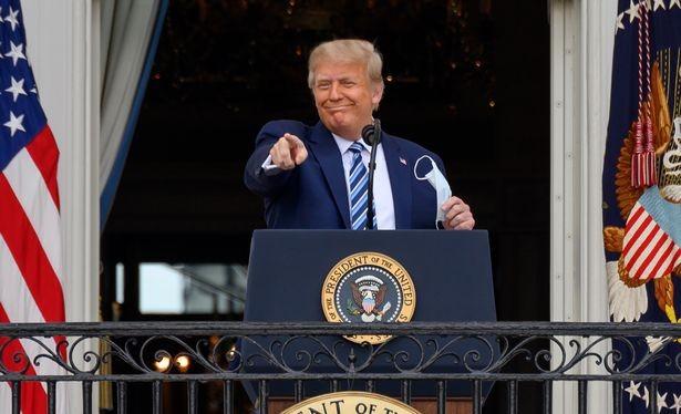 Ngày 2/10/2020, Tổng thống Trump đã tuyên bố trên Twitter rằng ông và vợ đã bị nhiễm COVID-19. (Ảnh: Daily Mirror)