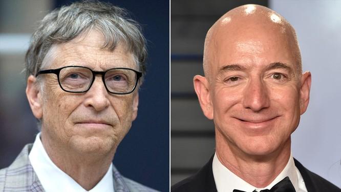 Nhà sáng lập Microsoft Bill Gates (trái) và ông chủ Amazon Jeff Bezos (phải). (Ảnh: Esquire Middle East)