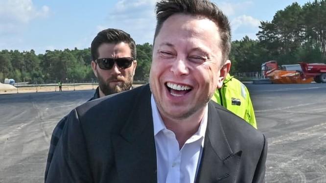 Tỉ phú Elon Musk - ông chủ hãng xe điện Tesla. (Ảnh: CNBC)