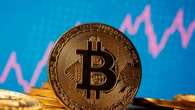 Bitcoin lần đầu tiên tăng vượt mức 30.000 USD, chỉ vài tuần sau khi phá mốc quan trọng 20.000 USD. Ảnh: Reuters
