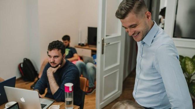 Chuyển đổi số thực chất là việc xác định lại các quy trình và tìm ra những cách tốt hơn để kinh doanh. Ảnh: Asper Brothers