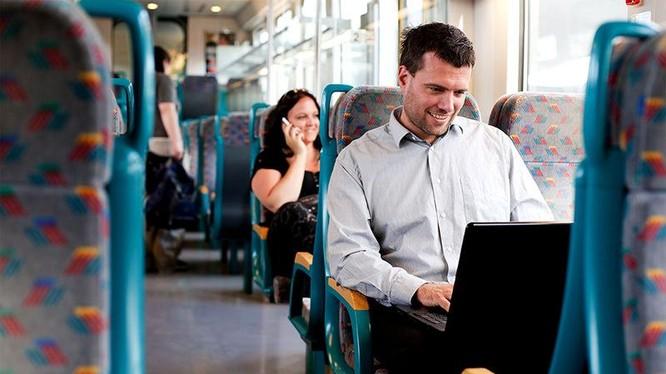 Trong sự phát triển vội vã của những công nghệ tiên tiến tiếp theo, ở đâu đó, con người đã quên giải quyết vấn đề ở ngay trước mắt. Ảnh: Bus Bank