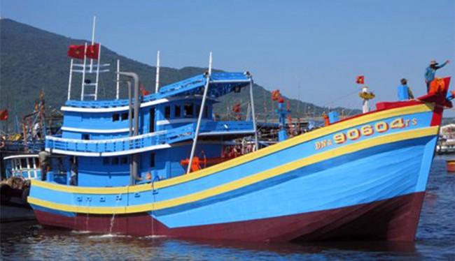 Tàu cá ĐNa 90604TS được xem là một trong những tàu cá vỏ gỗ khủng nhất Đà Nẵng được hạ thủy vàng tháng 5/2014 đã bị nạn trên biển