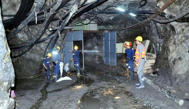 """Bất chấp giấy phép hoạt động đã hết hạn, Công ty vàng Bồng Miêu vẫn """"xé rào"""" khai thác vàng"""