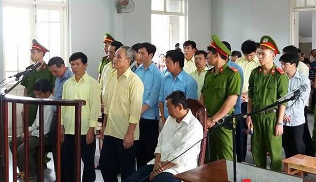 Sau hai ngày đưa ra xét xử công khai vụ phá rừng đặc dụng Bà Nà-Núi Chúa, TAND huyện Hoà Vang đã tuyên trả hồ sơ điều tra lại vì có dấu hiệu bỏ lọt tội phạm.