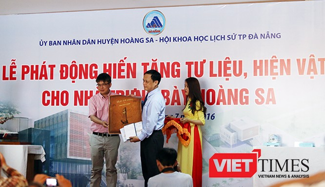 Chiều ngày 3/7, tại Bảo tàng Đà Nẵng, UBND huyện Hoàng Sa (TP Đà Nẵng) tổ chức Lễ phát động hiến tặng tư liệu, hiện vật cho Nhà trưng bày Hoàng Sa