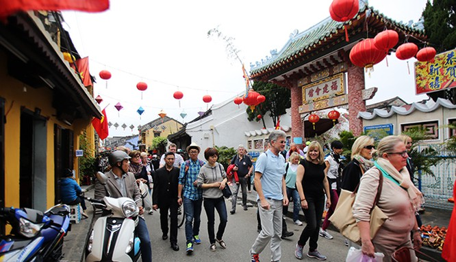 Quảng Nam lên kế hoạch siết hướng dẫn viên Trung Quốc 'chui' ở Hội An