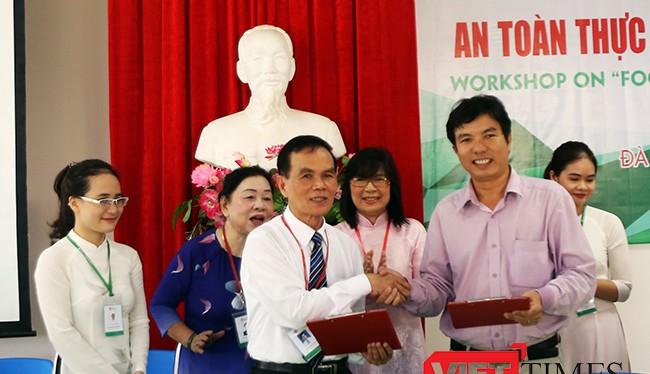 Sáng 8/7, Hội đồng khoa học Trường ĐH Đông Á (Đà Nẵng) đã ký kết thỏa thuận chuyển giao công nghệ sản xuất nước mắm sạch cho làng nghề nước mắm Tam Thanh (Quảng Nam).