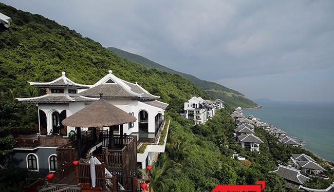 """InterContinental Danang Sun Peninsula Resort đạt danh hiệu """"Khách sạn 5 sao hàng đầu Việt Nam"""" do Tổng Cục du lịch và Hiệp hội Du lịch Việt Nam trao tặng"""