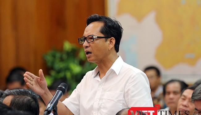 ông Nguyễn Tiến Thọ, Cục trưởng Cục Hải quan TP Đà Nẵng trình bày tại Hội nghị Thành ủy Đà Nẵng mở rộng lần thứ 5