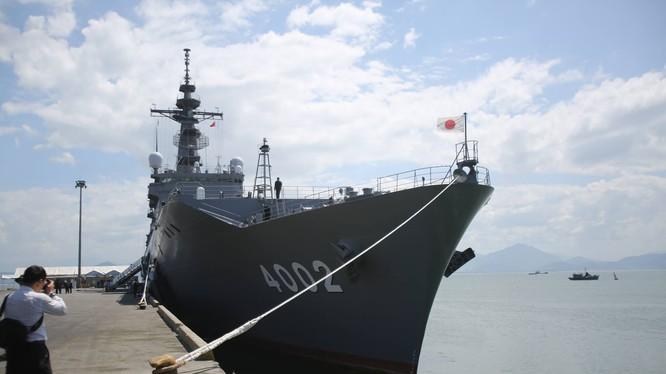 Cận cảnh hạm đổ bộ Shimokita LST 4002 của Nhật Bản tại Đà Nẵng