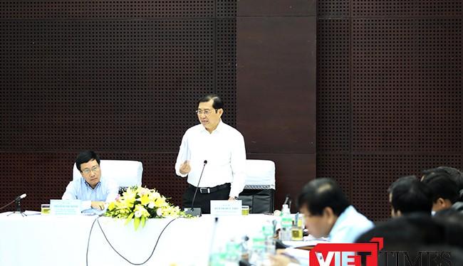 Chủ tịch UBND TP Đà Nẵng Huỳnh Đức Thơ đề đạt ý kiến với đoàn công tác Chính phủ tại buổi làm việc