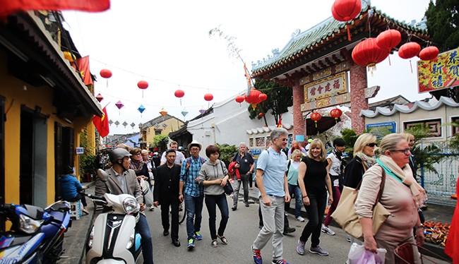 Hội An xuất hiện loa phát thanh nhiễu sóng tiếng Trung?