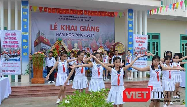 Sáng 5/9, thầy trò trường THCS Hoàng Sa Đà Nẵng nô nức bước vào năm học mới.