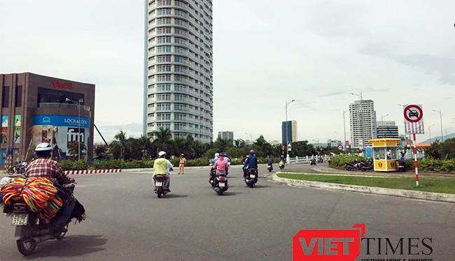 """rước tình trạng hỗn loạn giao thông diễn ra tại nút giao thông cầu Sông Hàn-Lê Duẩn-Trần Phú xảy ra sáng 7/9, chiều cùng ngày, lãnh đạo Sở GTVT và Công an TP Đà Nẵng đã tổ chức họp """"nóng""""."""