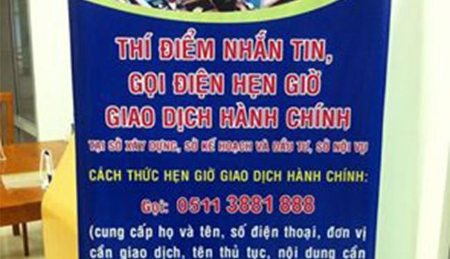 Mặc dù UBND TP Đà Nẵng đã đưa dịch vụ hẹn giờ giao dịch hành chính vào áp dụng để phục vụ người dân, nhưng do thiếu thông tin nên người dân ùn ùn đến đổi GPLX gây quá tải