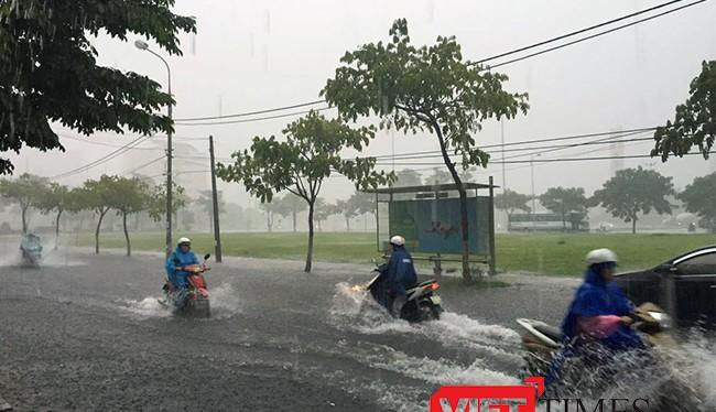Bước vào mùa mưa bão 2016, Đà Nẵng còn tồn tại đến 50 điểm ngập úng và có những điểm ngập nặng vẫn không thuyên giảm.