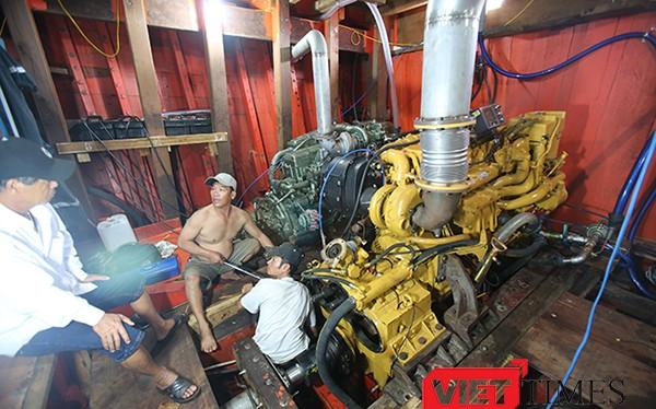 Tàu cá ĐNa 90685 TS có công suất 1.394CV, có thể đạt tốc độ 12 hải lý/giờ cùng kích thước khủng khi dài 27m; rộng 7,2m; 28 khoang chứa với dung tích gần 150 tấn hàng hóa các loại...