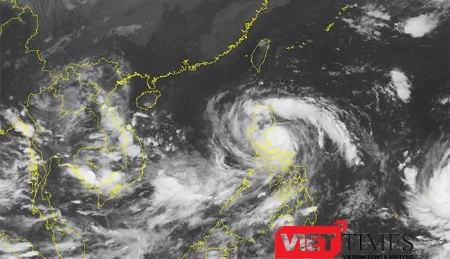 Trong 24 giờ tới, bão di chuyển theo hướng tây tây bắc, mỗi giờ đi được khoảng 20-25 km.