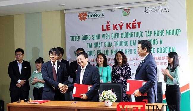 Sáng 17/10, tại Đại học Đông Á đã ký kết thỏa thuận với 2 Tổ chức phi lợi nhuận của Nhật Bản đưa 18 sinh viên chuyên ngành điều dưỡng đầu tiên đi Nhật Bản thực tập.