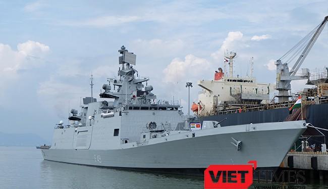 Tàu quân sự Ấn Độ cập cảng Tiên Sa (Đà Nẵng)