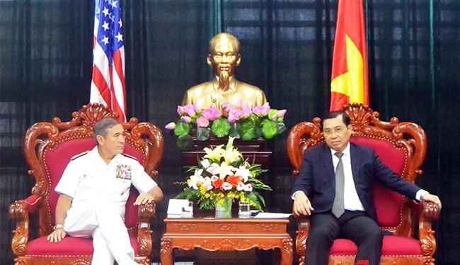 Chiều 28/10, Đô đốc Harry B. Harris Jr., Tư lệnh Bộ Tư lệnh Thái Bình Dương Hoa Kỳ và đoàn công tác đã có buổi chào xã giao Chủ tịch UBND TP Đà Nẵng.