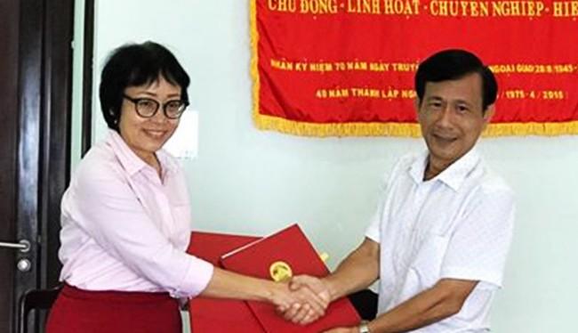 Sáng 4/11, Sở Ngoại vụ Đà Nẵng vừa ký Biên bản ghi nhớ với Tổ chức VNHIP thực hiện Dự án Cải thiện chất lượng cuộc sống cho trẻ nhiễm HIV/AIDS.