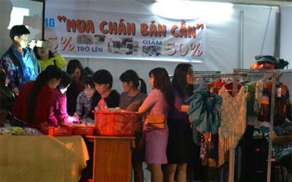 Đà Nẵng lần đầu tiên tổ chức chợ cho công nhân (ảnh Lưu Hương)