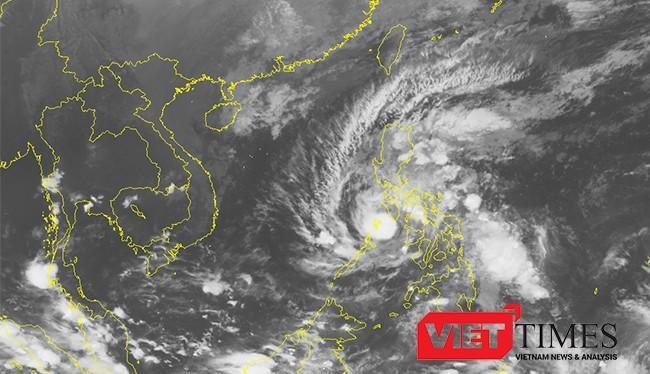 Theo Trung tâm dự báo Khí tượng Thủy văn Trung ương, hồi 19h ngày 25/11, vị trí tâm bão Tokage ở vào khoảng 11,9 độ Vĩ Bắc-120,3 độ Kinh Đông, trên vùng biển phía tây miền Trung Philippine