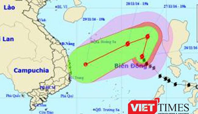 Sau khi chuyển hướng từ hướng bắc sang, bão Tokage trực hướng đổ bộ vào Nam Trung Bộ