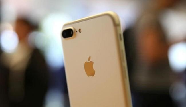 Trong thời gian qua có rất nhiều trang tin tức cảnh báo người dùng về việc không để iPhone 7 sát đầu tránh những ảnh hưởng của tần số vô truyến (RF) tới sức khỏe