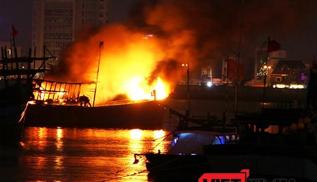 sau khi xảy ra vụ nổ bình gas, tàu cá BĐ 44106TS đã chìm hoàn toàn, 4 người trên tàu đã được cứu vớt, riêng một người bị mất tích vẫn đang tìm kiếm.