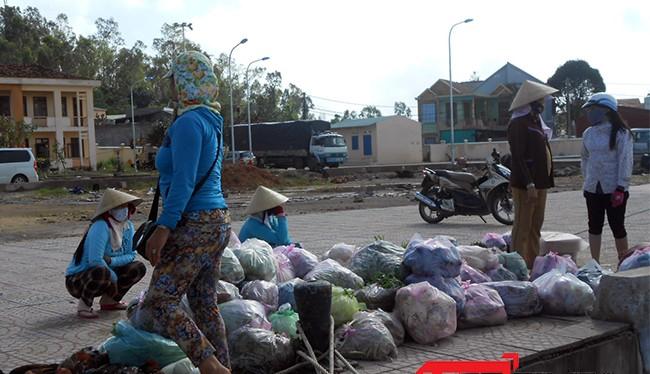 Lý Sơn bị cô lập dài ngày khiến hàng hóa không chuyển được ra đảo nên nguồn thực phẩm có nguy cơ bị cạn kiệt