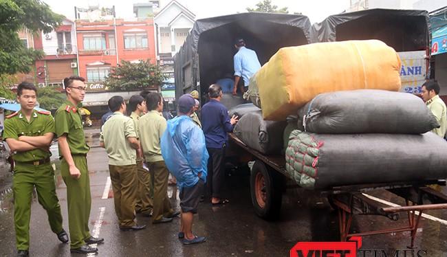 Liên tiếp mấy ngày qua, lực lượng chức năng Đà Nẵng phát hiện hàng loạt vụ hàng hóa không rõ nguồn gốc trên tàu SE19 khi cập ga Đà Nẵng.