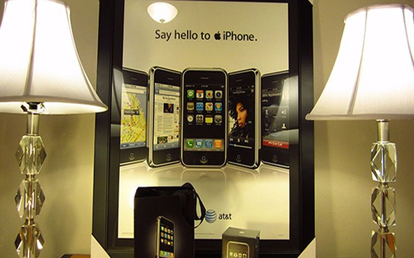 """những thiết bị đời đầu luôn được fan công nghệ """"quả táo"""" săn đón để bổ sung vào bộ sưu tập của riêng họ, ngay cả khi chúng đã trở nên quá lỗi thời và iPhone cũng không phải là ngoại lệ."""